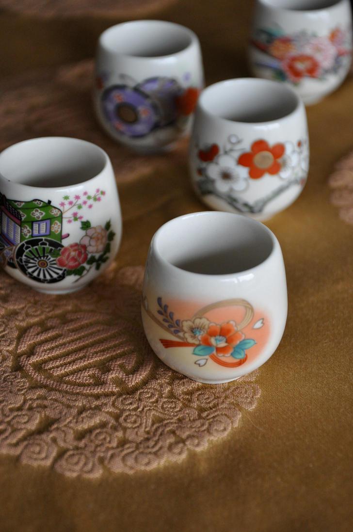 Decorative Cups by Demi-Plum