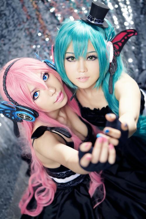 luka megurine and miku hatsune magnet cosplay 02 by ulitai