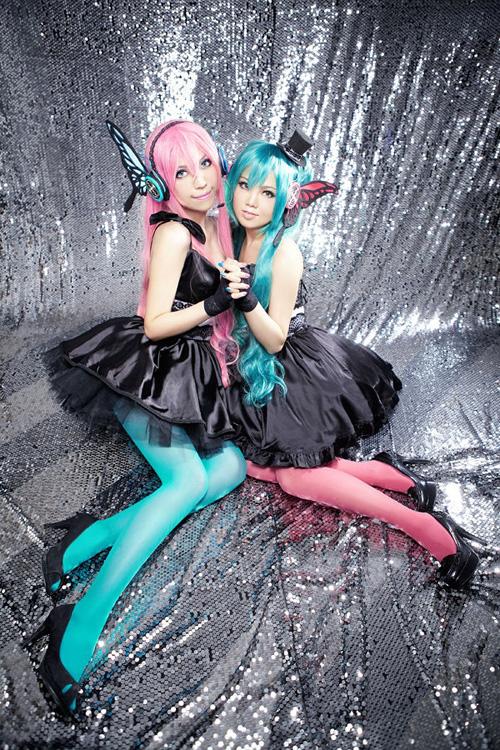 luka megurine and miku hatsune magnet cosplay 03 by ulitai