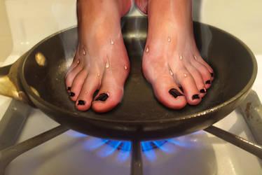 Sizzling Toes for breakfast by sbranton