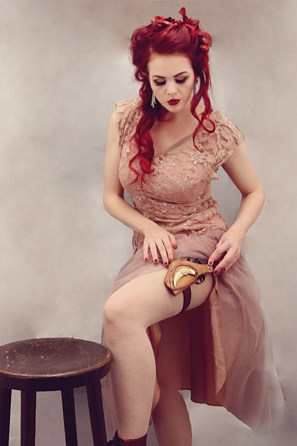 Saloon Girl by tscharlie