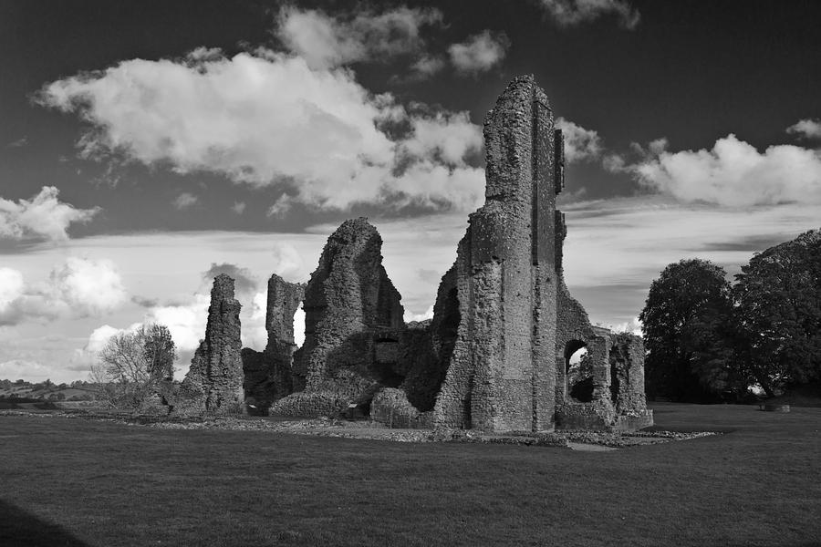 Old Castle by Xs9nake