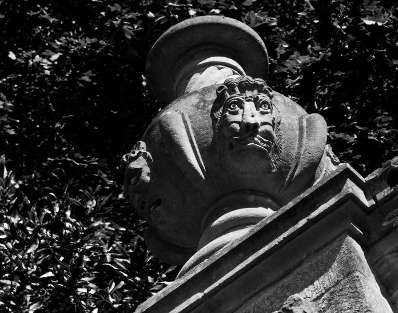 Urn Face by Xs9nake