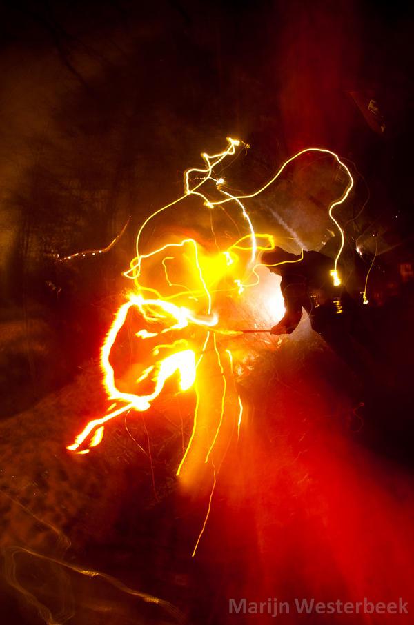 http://fc05.deviantart.net/fs70/i/2011/001/1/f/hand_torch_by_citruspers-d366xon.jpg
