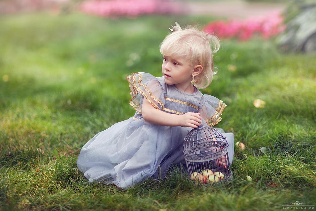 Apple princess I by Swan-Lake