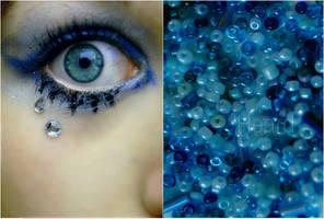 Behind blue eyes by Heardwitheyes