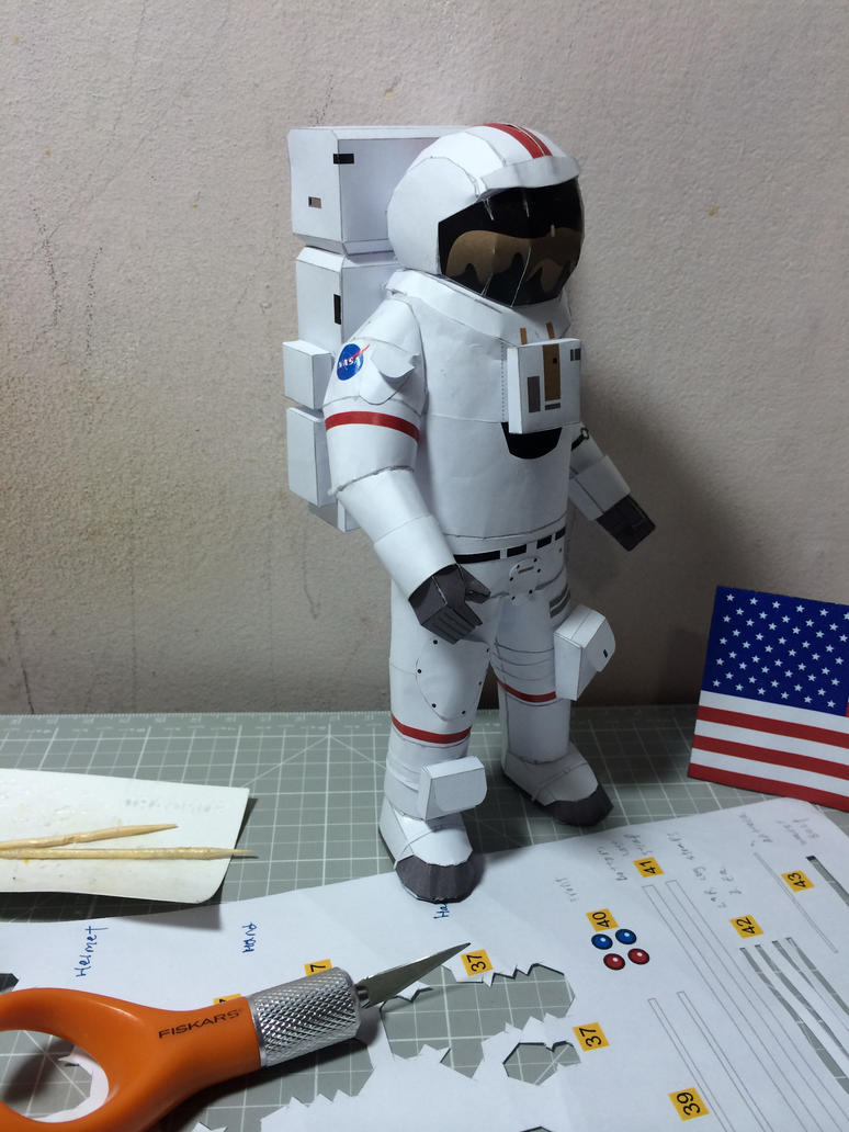Astronaut side view (in progress 95%) by otherwld on ...