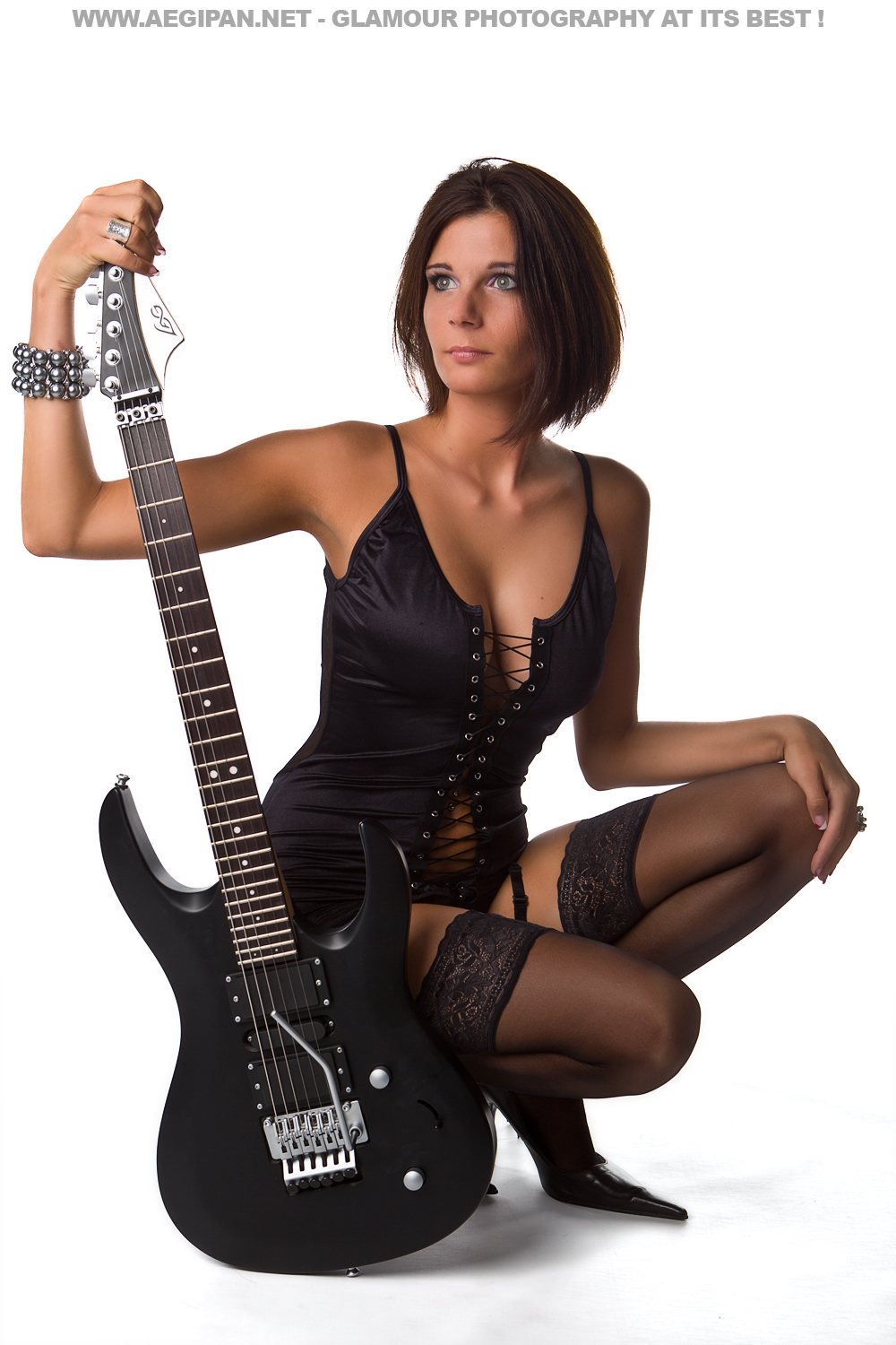 how to play about a girl on guitar
