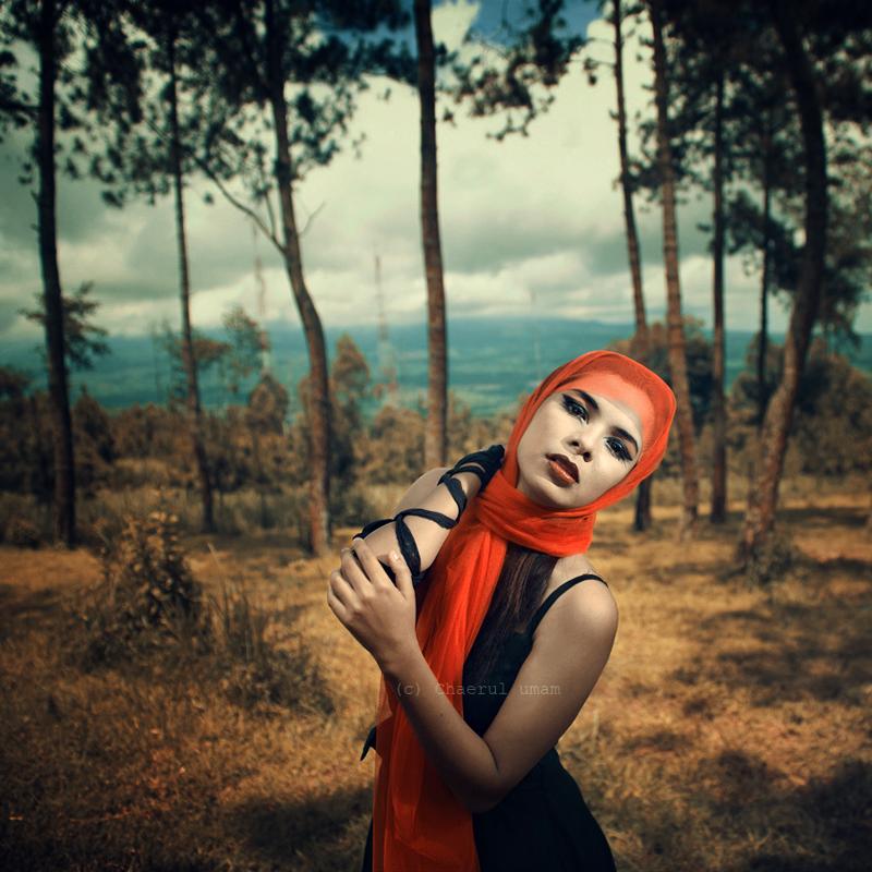 гламурная девушка в лесу