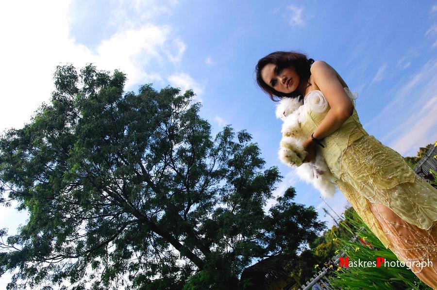 Zahra n White Rabbit by MaskresZ