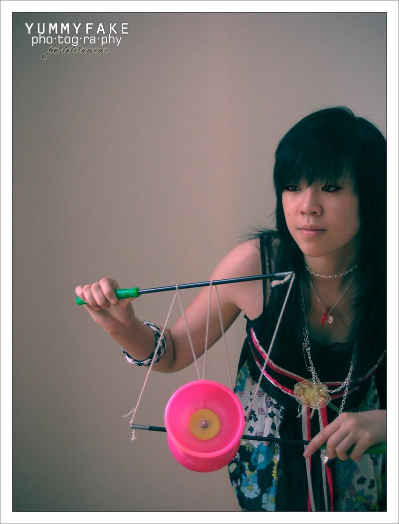 http://fc05.deviantart.net/fs18/f/2007/218/8/f/chinese_yoyo__by_lolitamomo.jpg
