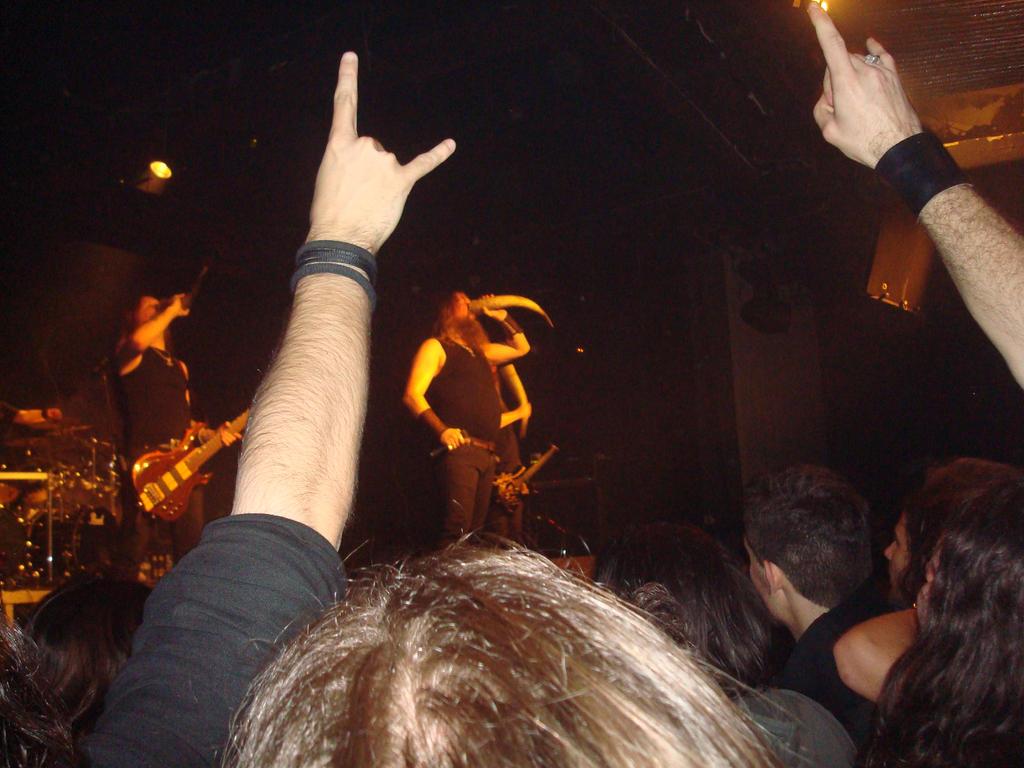 Συναυλίες - Σελίδα 6 Amon_Amarth__live_in_Athens_by_Erevia