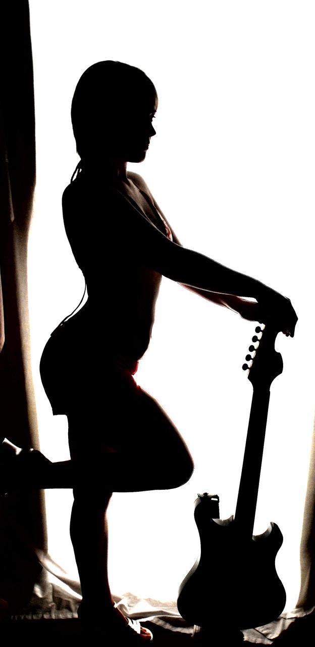 Guitar Pin-Up by LadyRavenhawk