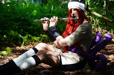Tayuya sitting in the forest (Cosplay) by Cookiesymbiot