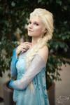 Elsa (Frozen) cosplay