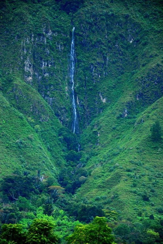 Air Terjun di Samosir by daphotographer