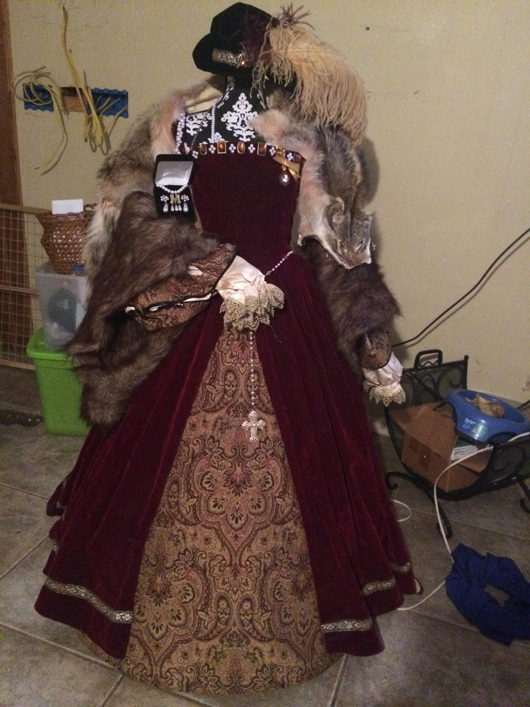 Finished Tudor Gown by TheMostHappy12