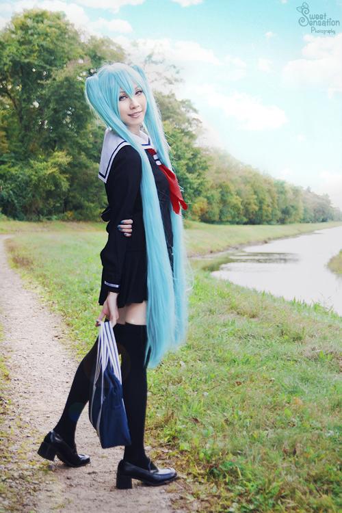 School Girl Miku I by EnchantedCupcake
