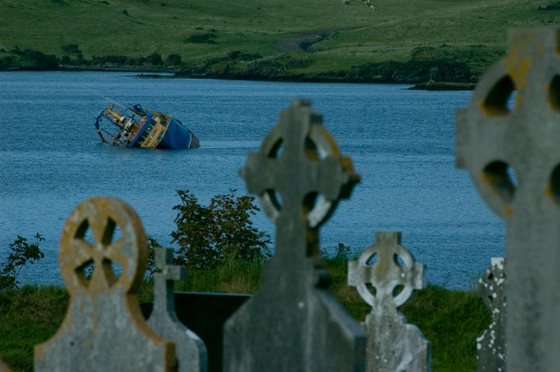 ireland III - shipwreck by suckup