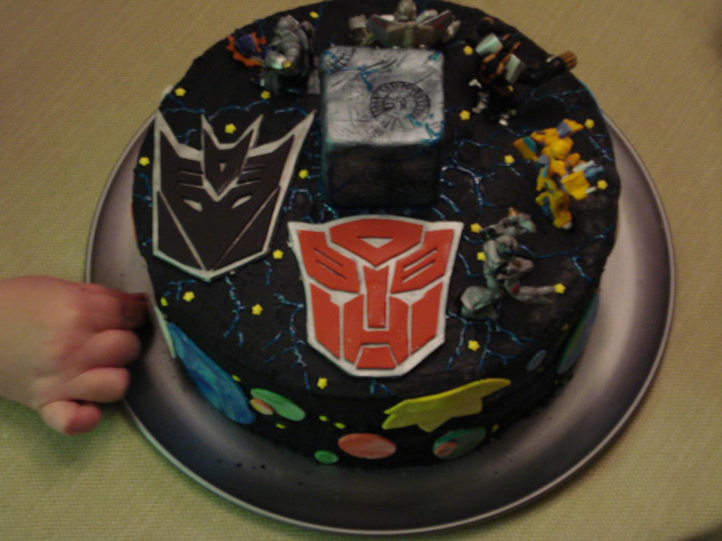 Transformer cake by MYBumbee on DeviantArt