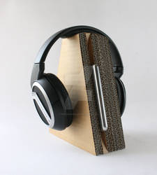 cardboard headphone stand 02
