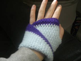 Mobius strip mittens I by aragornsgirl333
