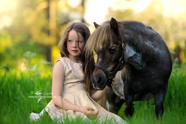 Tiny Friends by Hestefotograf