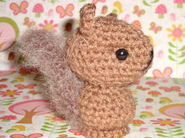 Bushy tail Squirrel by Simnut