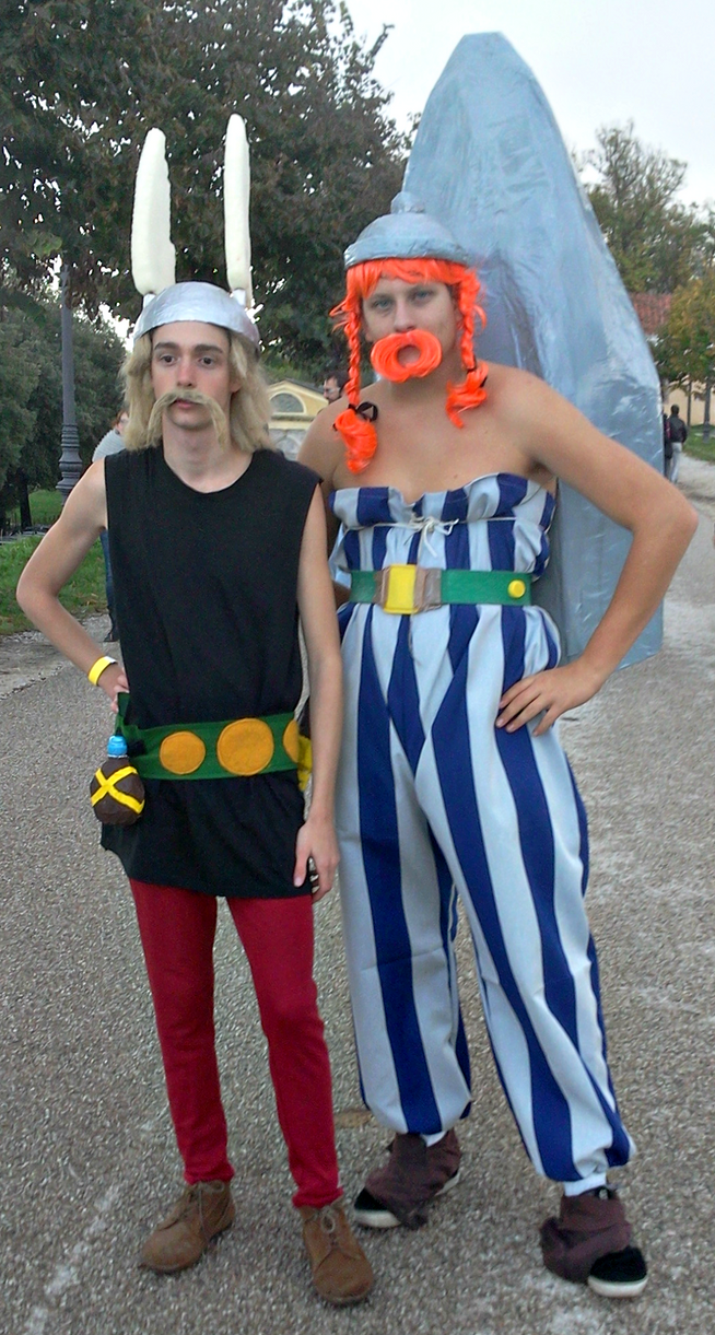 LA face cachée du cosplay !! - Page 5 Two_asterix_and_obelix_cosplayers_by_lynus_the_porcupine-d5ukg7h