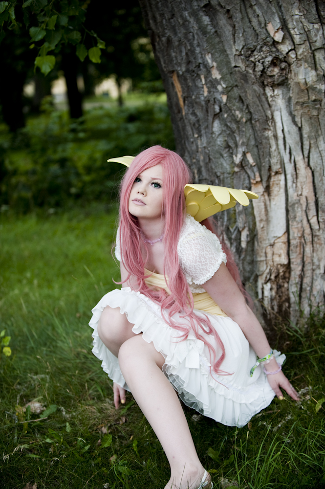 fluttershy_by_the_tree_by_tennyotwili-d4