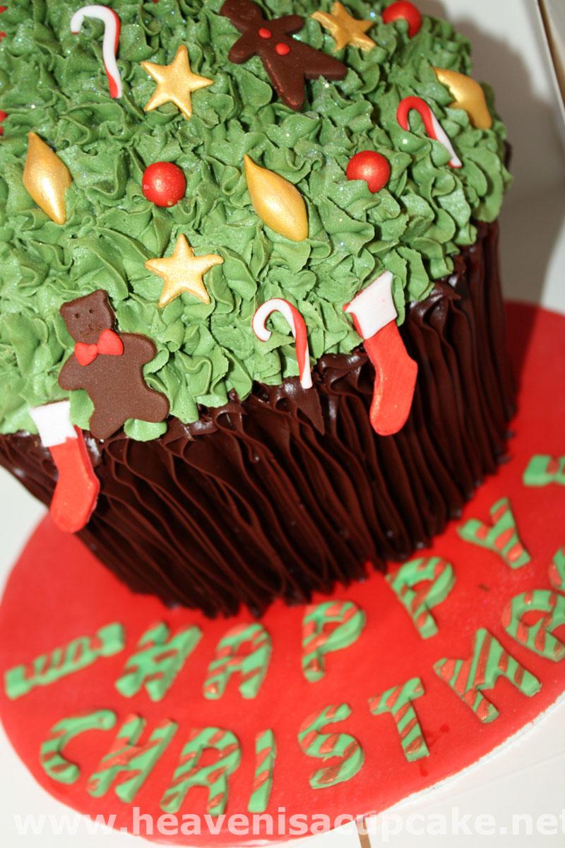 Detail of Giant Christmas Tree Cupcake by peeka85