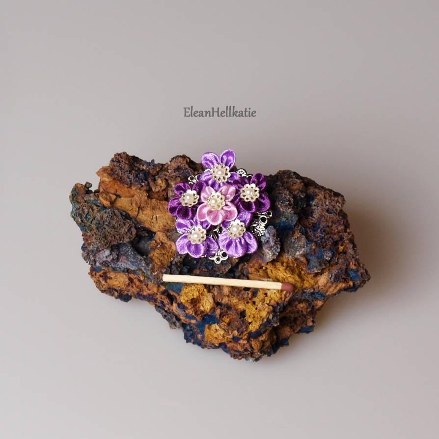 Violet flower kanzashi by EleanHellkatie