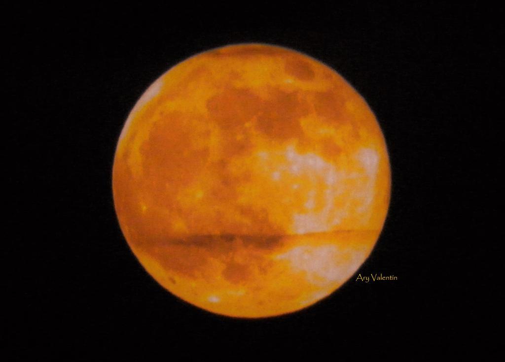 Orange Moon by LoliCanoli