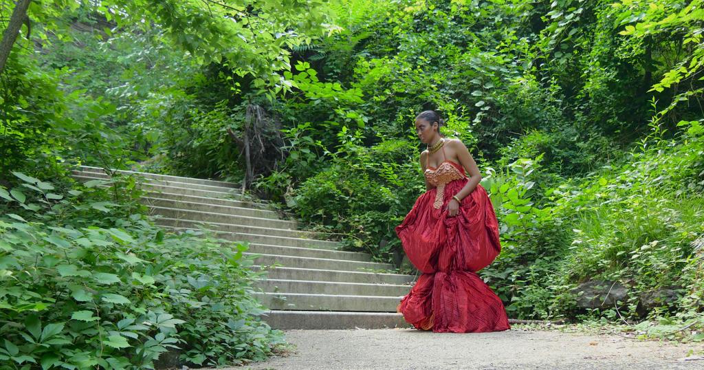 Alien Queen Amongst the Leaves by phantomonex