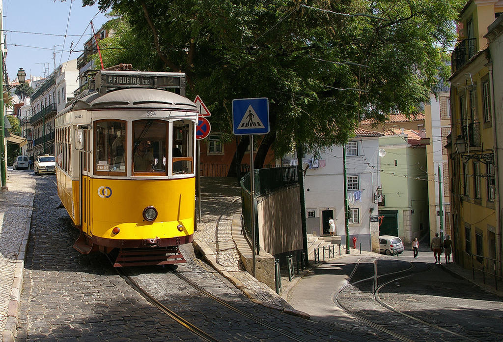 Lisbon tram by nikischlicki