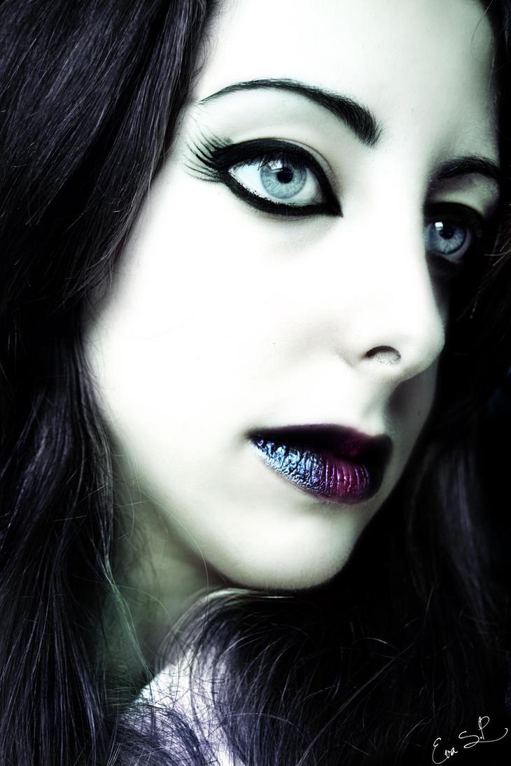 Goth Raven by Chuchy5