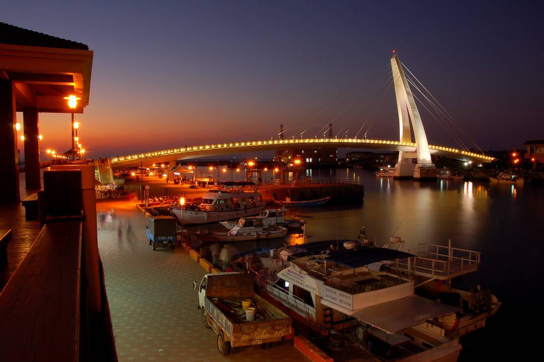 Lover's Bridge (night view)
