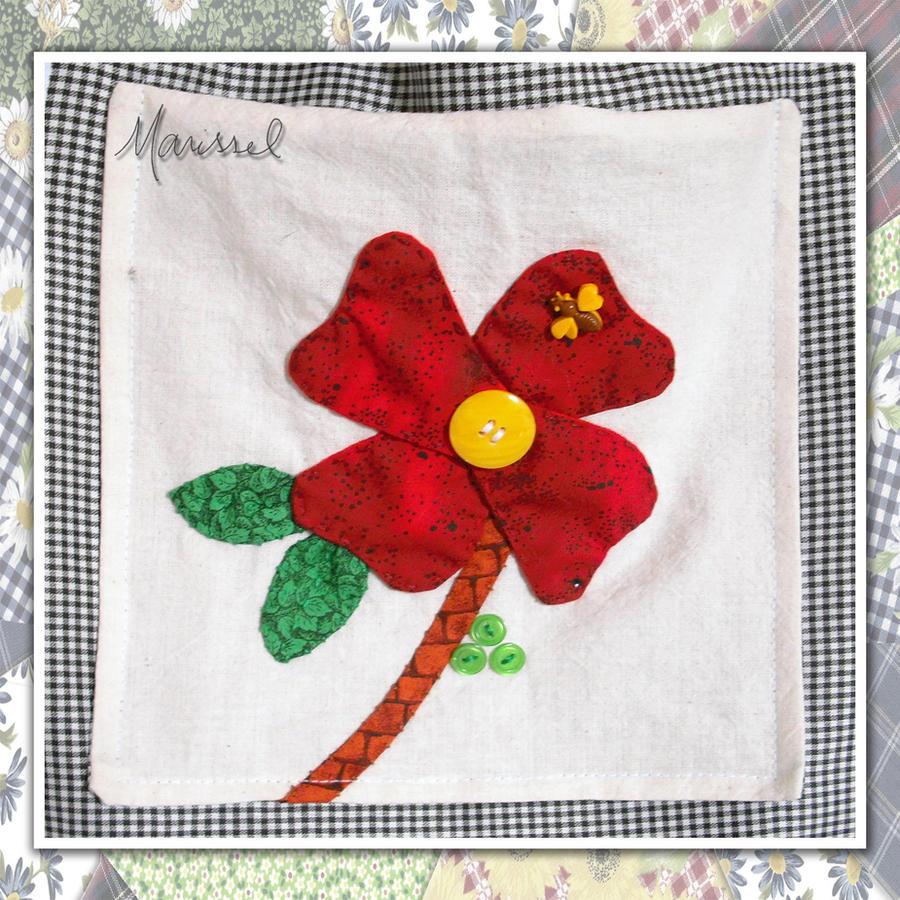 Avental xadrez e flor vermelha - detalhe by marissel
