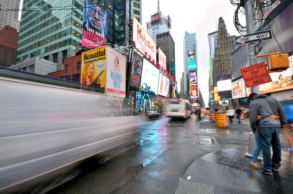 Time Square love by Mynyny