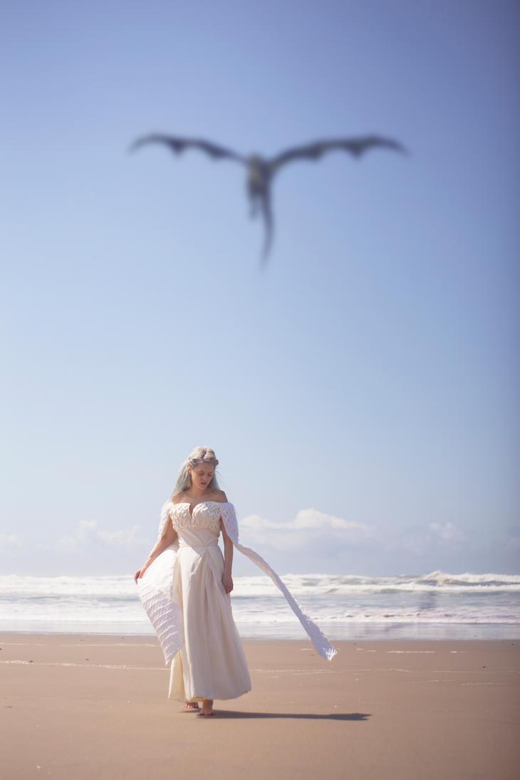 The Shores of Meereen - Daenerys Targaryen Cosplay by TEMPERATE-SAGE
