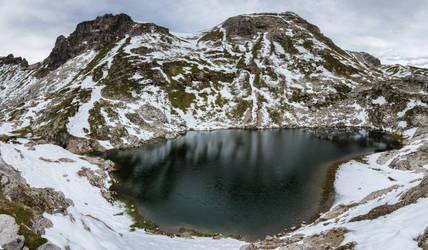 Run Hill Lake and Ridge Head