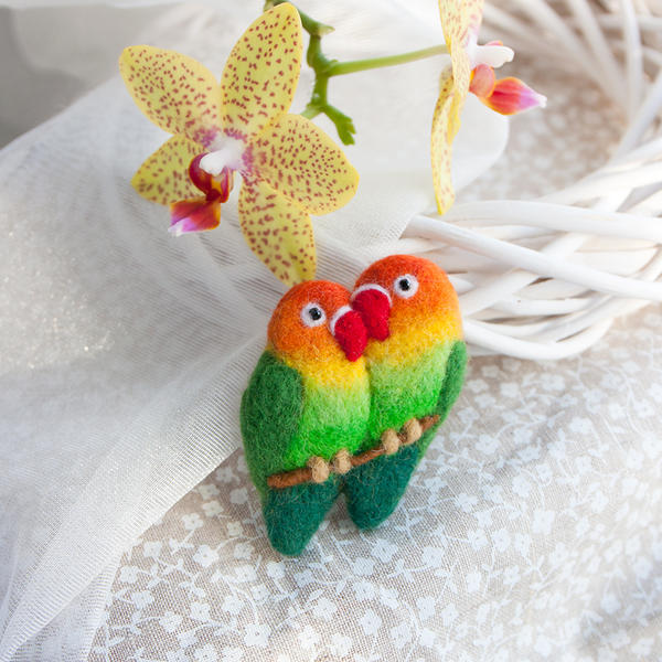 Lovebirds brooch by znmystery