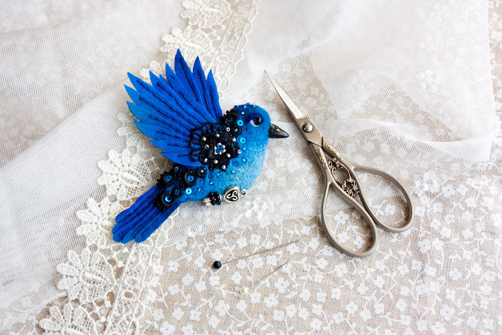 Blue bird brooch by znmystery