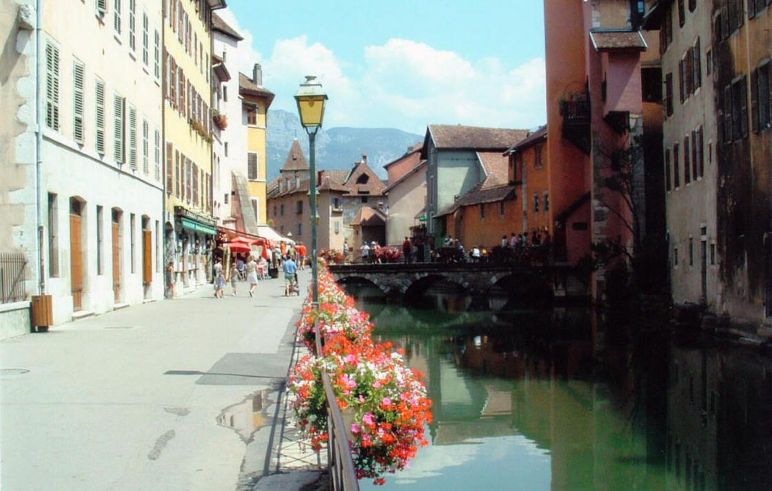Francuska - Page 3 French_village_Streets