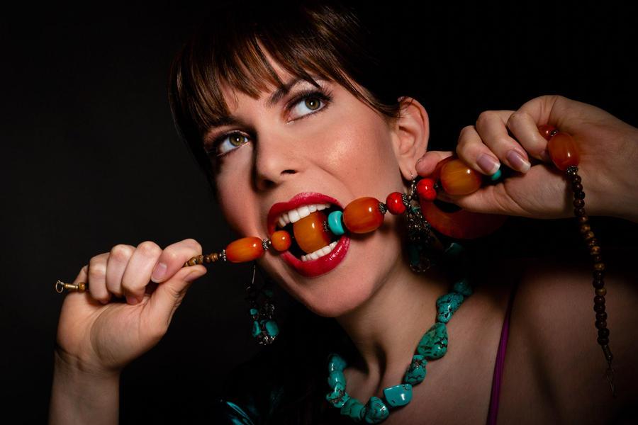 http://fc03.deviantart.net/fs71/i/2012/287/f/9/skin_of_my_teeth_by_alexisrose-d5huf1n.jpg