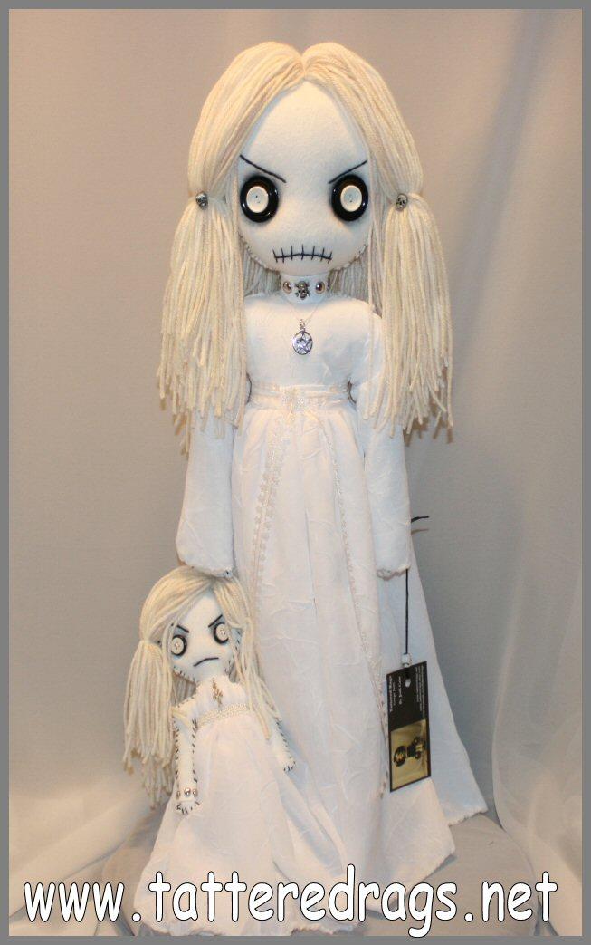 Creepy Ghost Girls 1470 by Zosomoto