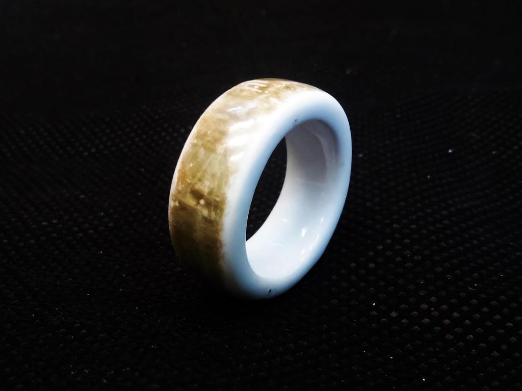 porcelain ring by Farsiratorius