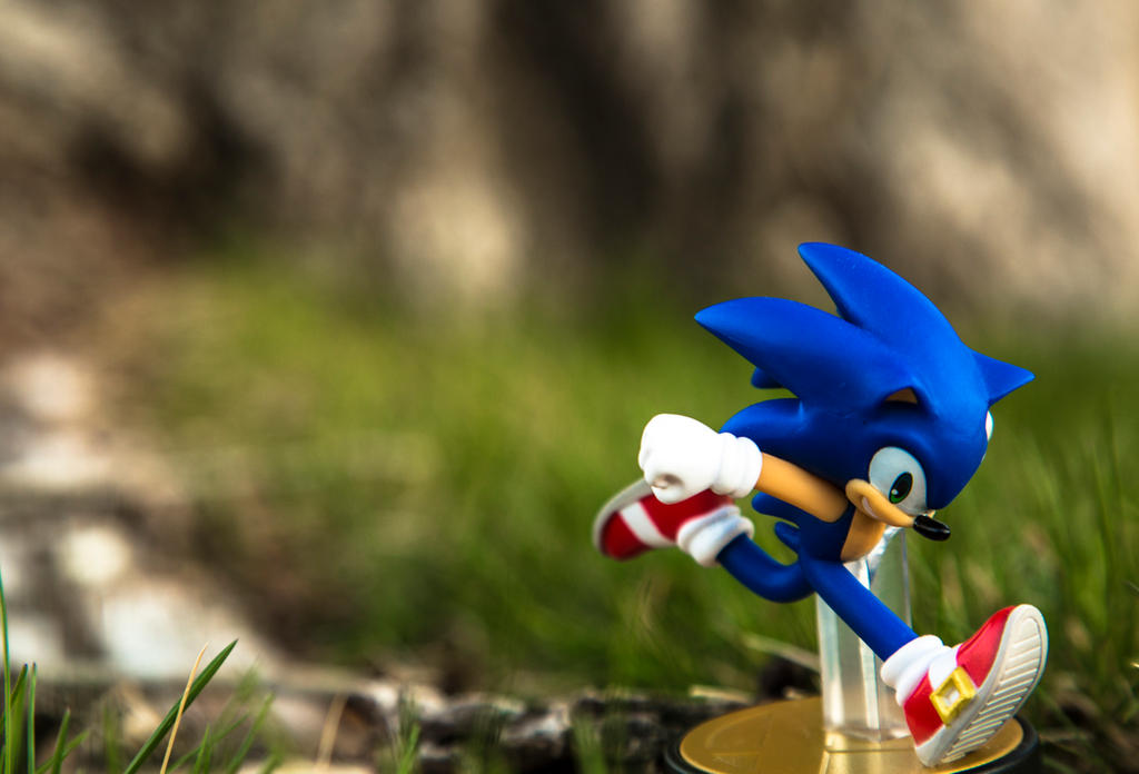 Sonic Amiibo by Fire-Dash-89