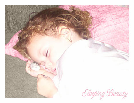 Little Sleeping Beauty by quimbie