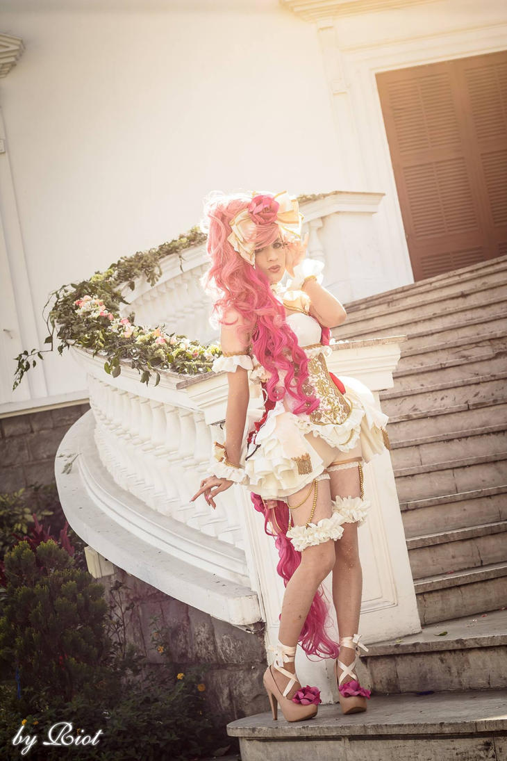 Carrousel Pony by shinigamimeroko